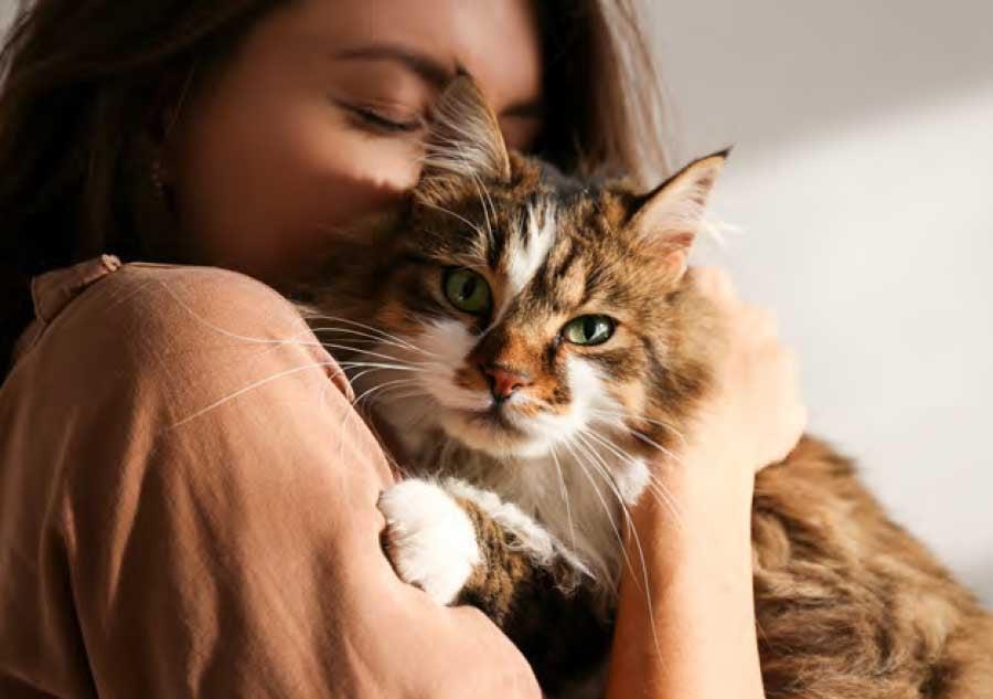 woman_snuggling_cat